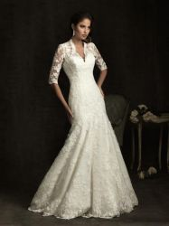 Elegant Beaded Long Tail Ivroy V-neck Weddingdress